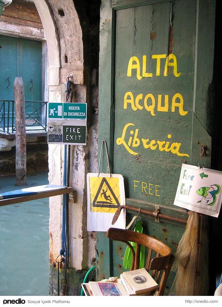 Libreria Acqua Alta - Venedik, Italya