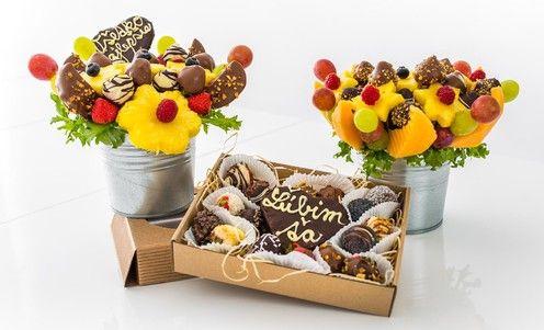 ...a nielen zdravé, ale aj krásne a chutné! Ovocné kytice, ktoré sú také jedinečné, ako je vaša láska. Fantastický darček, v ktorom sa pohrávajú kombinácie chutí ovocia, čokolády a orieškov. Mňam! / Bratislava, Slovensko