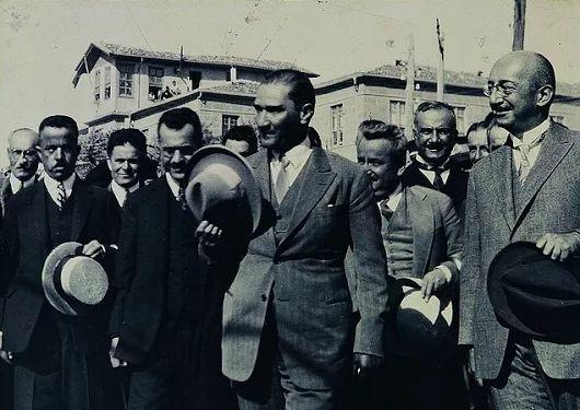 """""""Kastamonu'nun temiz çevresinde geçirdiğim günler, benim için de unutulmaz anılarla doludur. En uygun bir fırsatta yine memleketinizi ziyaretle Kastamonu halkının temiz bağrında bulunmak en büyük arzularım dandır."""" 1926 (Atatürk'ün S.D.V, s.46)"""