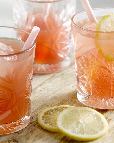 Perfecte verfrissing op hete dagen: ice  tea op basis van groene thee met watermeloen erbij. Gezond en fris!