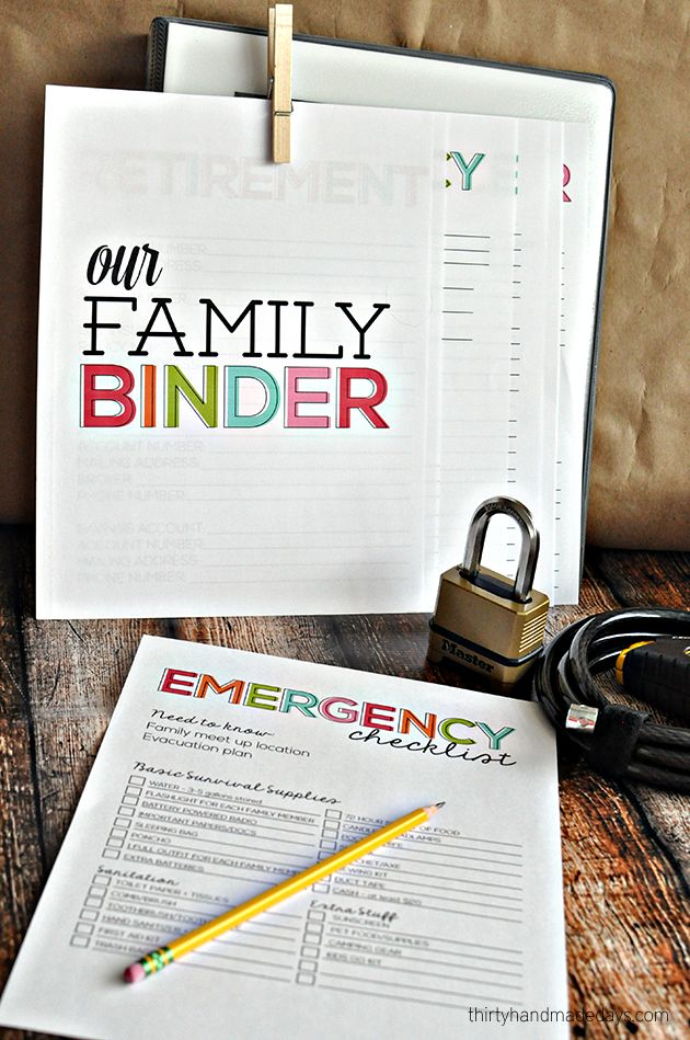 Printable Emergency Checklist - do this NOW so your family is ready in case of an emergency. Coordinates with Family Binder. #ad
