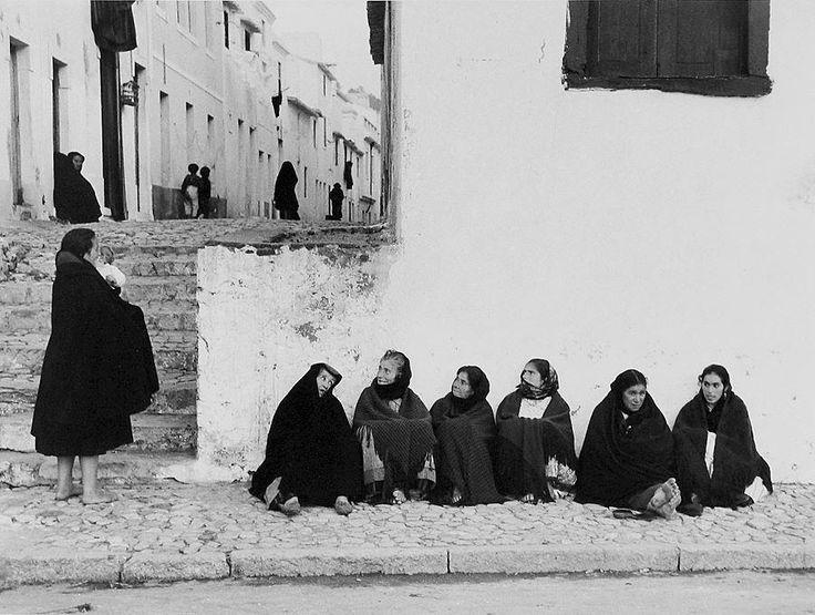 «Mulheres na Nazaré», 1958 by Carlos Afonso Dias