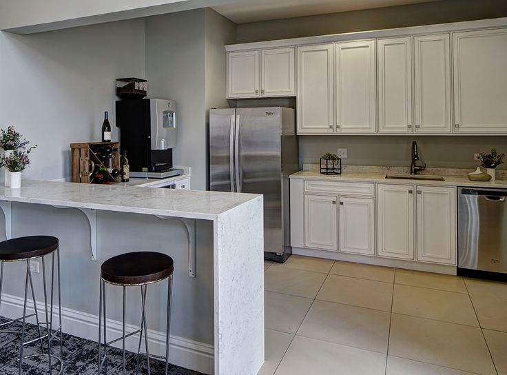 The clubroom has storage, appliances, and a Starbucks coffee machine at your disposal to entertain friends and guests.