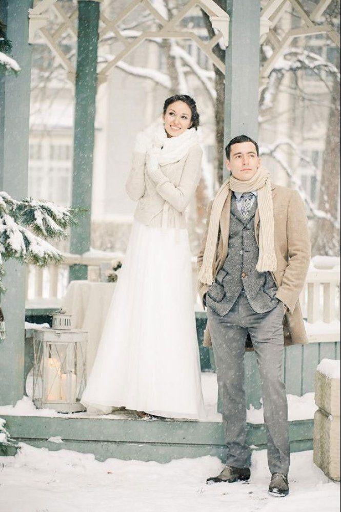 Bundle up in style for your snowy wedding photos | Anastasiya Belik Photography