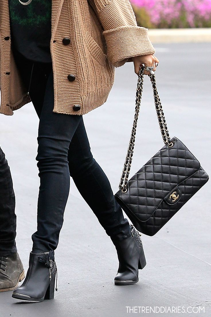 i know this is supposed to be about the chanel bag - but im in LOVE with that huge sweater!