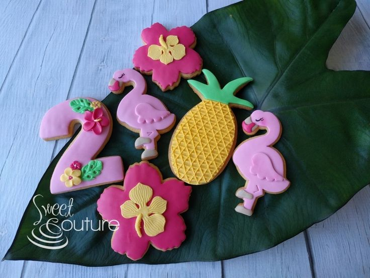Cookies to match cupcakes for Ava's tropical flamingo themed party.