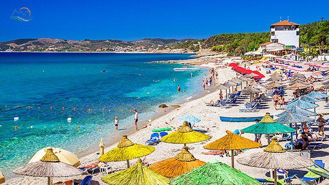 Insula Thassos este cea mai accesibila insula greceasca pentru turistii romani. In acest articol vreau sa va prezint una dintre statiuni, es...