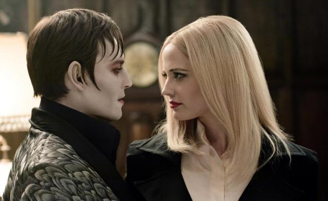 Dark Shadows de Tim Burton avec Johnny Depp, Eva Green et Michelle Pfeiffer nous a déçu ! Voici pourquoi http://ricketpick.wordpress.com/2012/05/20/film-critique-dark-shadows-de-tim-burton-gothique-commercial-et-sans-poesie/