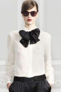 White blouse & black bow tie. Learn more about how to wear a bow tie >>> http://justbestylish.com/9-tips-how-to-wear-a-bow-tie-for-women/