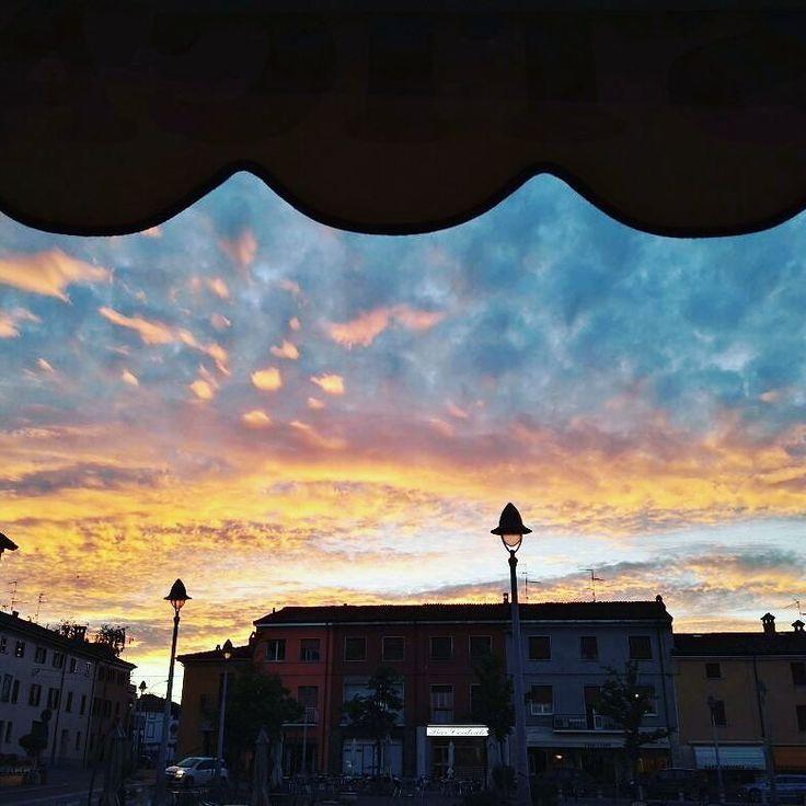Ieri ad Agazzano #larustica #agazzano #valluretta #igerspiacenza  #tramonto #picoftheday