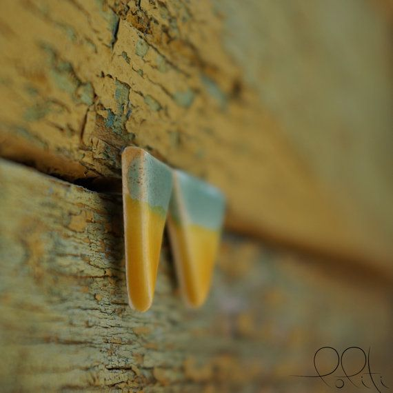 FREE SHIPPING two-tone ceramic earings triangle stud by loliti