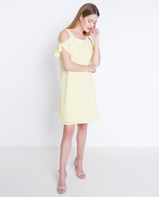 gele-jurk-met-blote-schouders