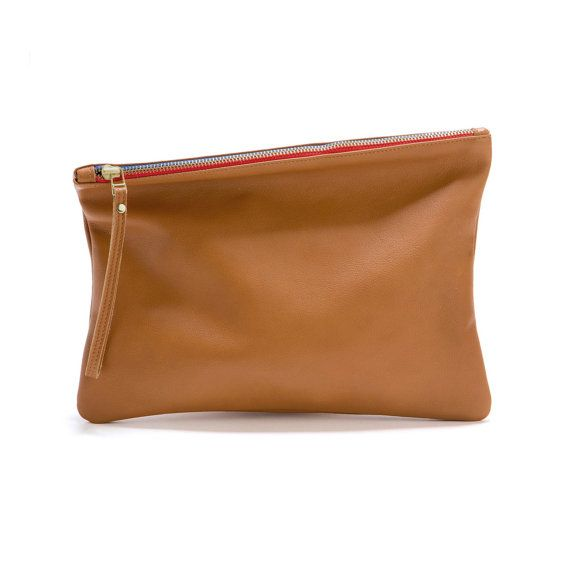 Hey, I found this really awesome Etsy listing at https://www.etsy.com/pt/listing/113908028/brown-leather-clutch-evening-bag