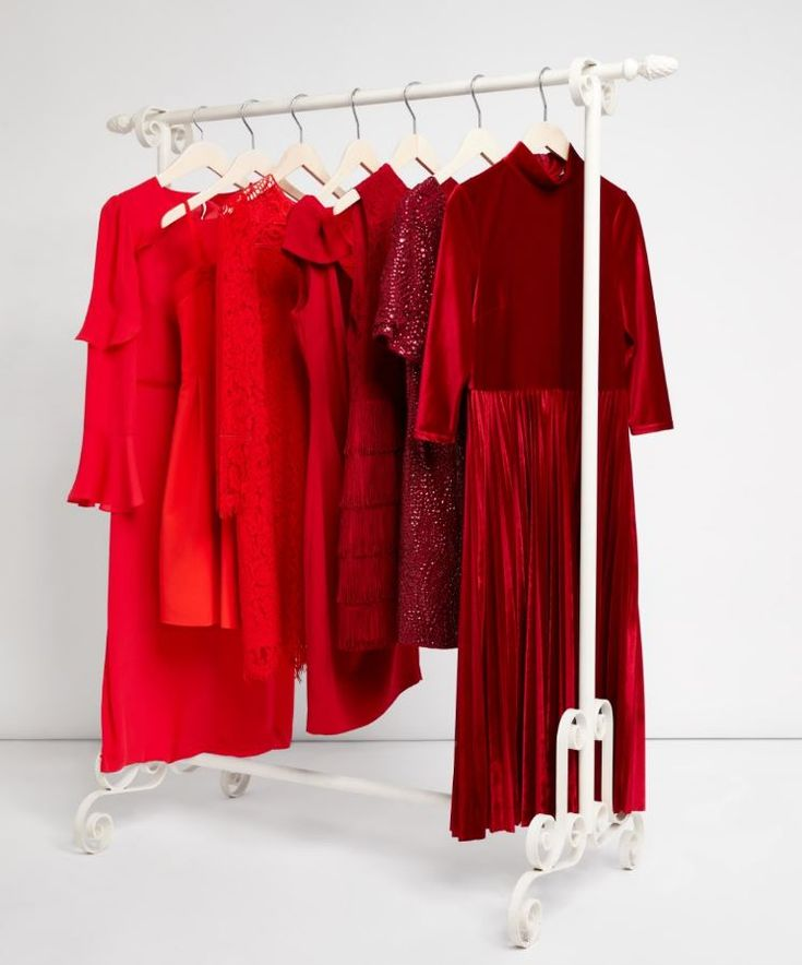 Discover iconic Oasis classics reimagined in sumptuous shades of red: Meet Midi, Glitzy, Fancy, Shimmy, Lacy, Prom and Bow - seven showstopping dresses with seven sparkling personalities…