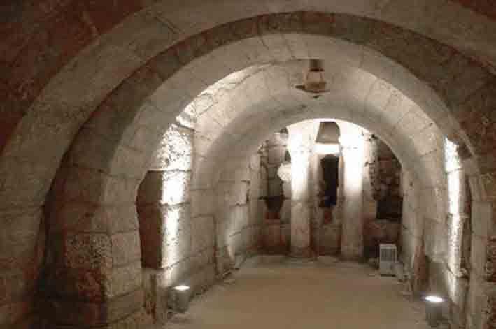 Para comenzar el sábado publicamos la cripta visigoda de San Antolín. En la catedral de Palencia.