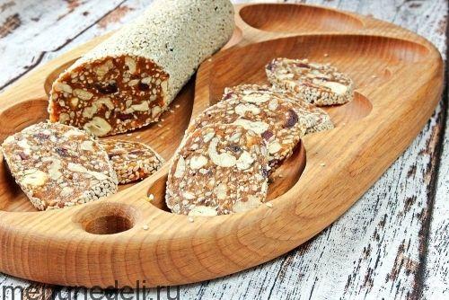 Батончики из сухофруктов с орехами и семенами