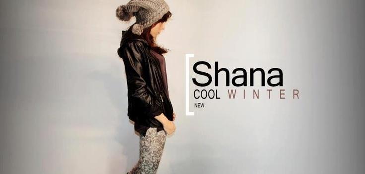 Deri ceketler, taytlar, bereler ve birbirinden trend parçaları, Shana'da bulabilirsin. Biz bere ve deri ceketin birlikteliğine bayılıyoruz!