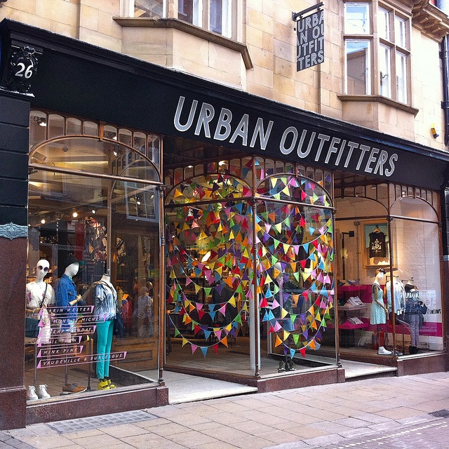 // urban outfitters // window dressing // visual merchandising