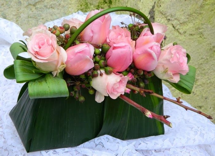 Una borsetta piena di fiori di Lieta http://labucadellefatedilieta.blogspot.it/search/label/Workshop