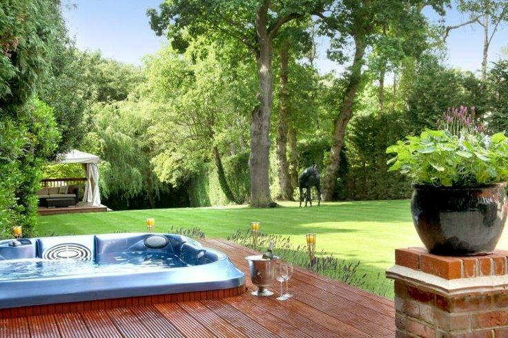 Jacuzzi hot tub with a view of the garden | mostbeautifulgardens.com