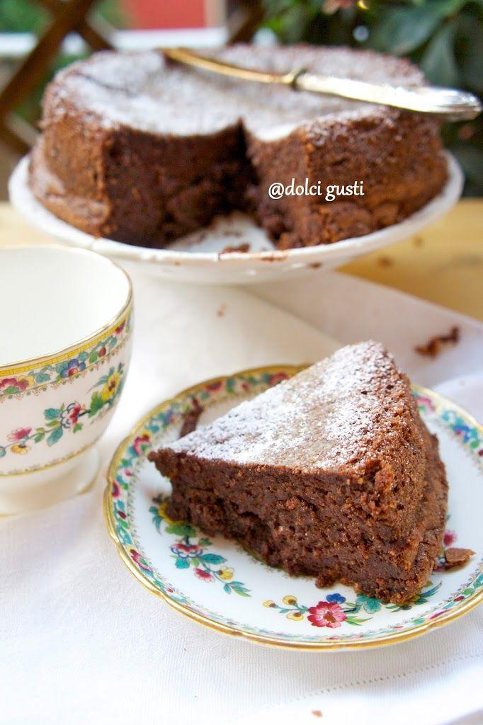 Torta francese ricca al cioccolato senza farina