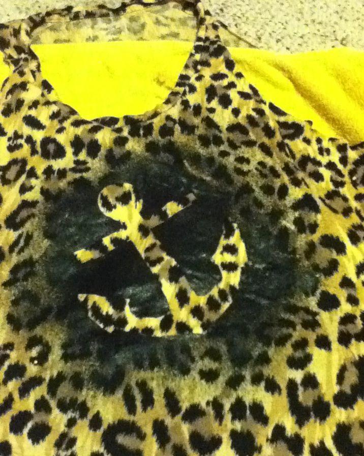 fabric spray paint spray painting diy clothing tie dye tank tops. Black Bedroom Furniture Sets. Home Design Ideas