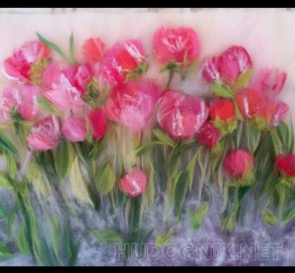 Тюльпаны Картина выполнена из шерсти и шелка , обрамление под ваш интерьер ( золото, серебро, медь)