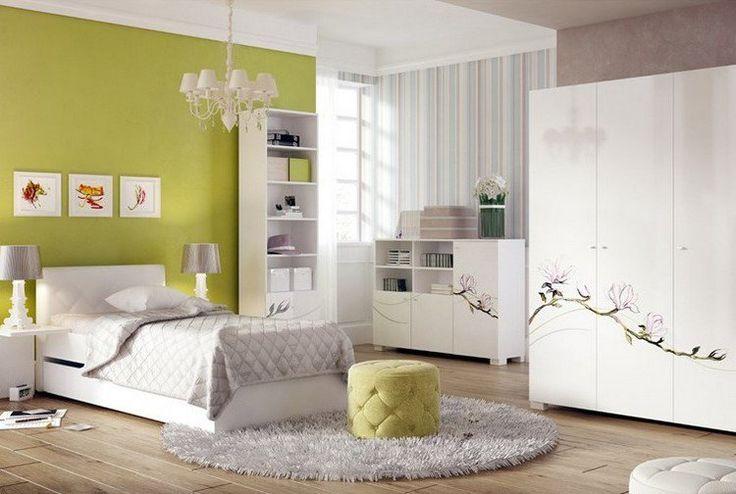 peinture murale 2 couleurs: vert olive et taupe et meubles blancs
