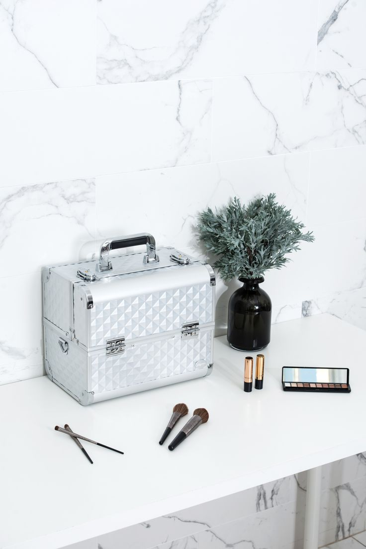 Silver Diamond Professional Makeup Train Case with Detachable Trays--Joligarce Travel makeup case with mirror Artis makeup case Makeup vanity with storage Makeup organizer with mirror Best makeup case Big makeup case Cheap makeup organizer Cosmetic train case Makeup case with brush holder Makeup organizer with drawers Makeup case with lock Makeup artist train case Portable makeup case