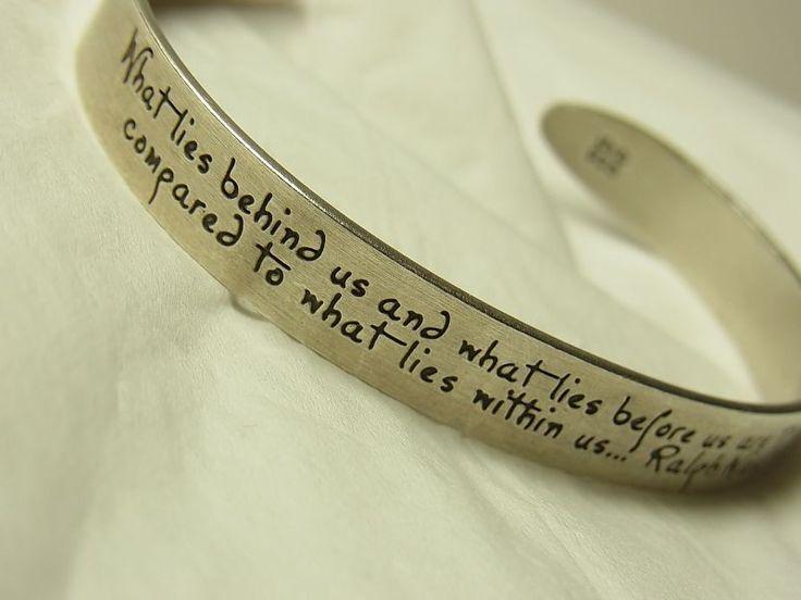 """【バーゲン】""""過去に何があり、未来に何があるかは些細なことだ。私たちの内部に何があるかに比べれば。:What lies behind us and what lies before us are tiny matters compared to what lies within us."""" 哲学者ラルフ・ワルド・エマーソン ヴィンテージ 銀製 カフ ブレスレット - アンティークジュエリー・マリア"""
