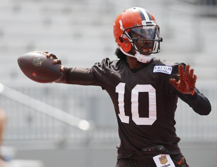 Robert Griffin III and fiancee announce birth of daughter Gloria