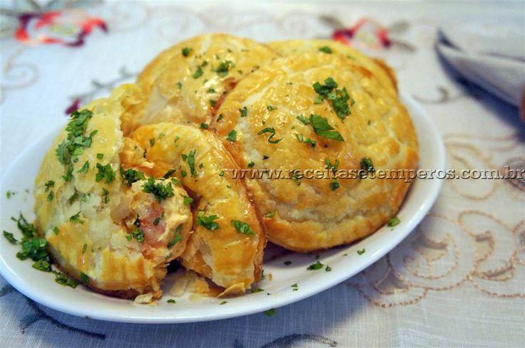 Uma massa leve e crocante com um recheio delicioso de camarão com cream cheese. Teste essa delícia! Leia mais...