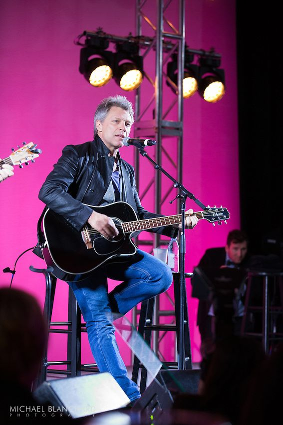 """20 мая 2014 года -- Джон на благотворительном вечере """"Hot Pink Party"""" в пользу Фонда исследований рака груди -- США, Массачусетс, Бостон -- Фото Майкла Бланчарда"""
