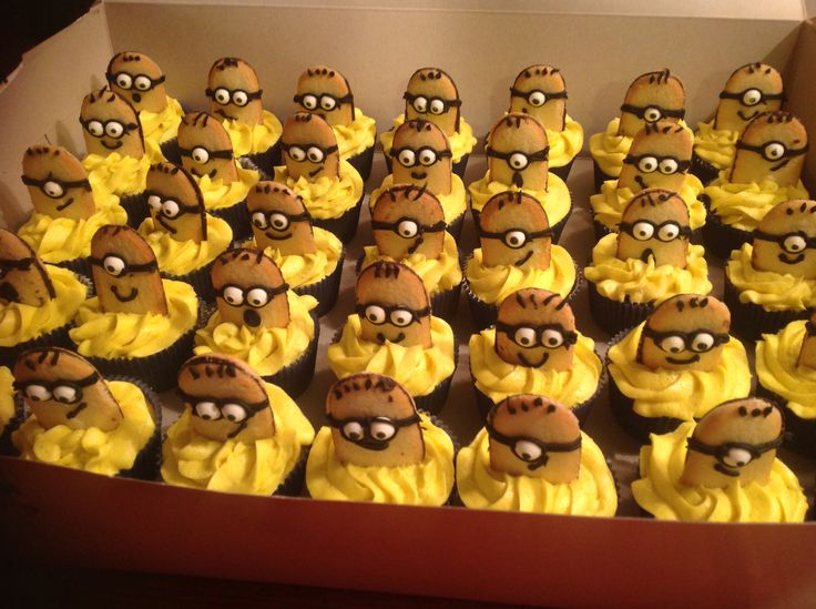 Minion Cupcakes I Made Milano Cookies Candy Eyes Then
