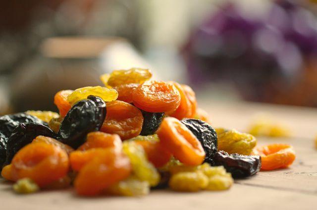 В список разрешенных продуктов следует добавить сухофрукты: горсть кураги или чернослива каждый день — самый простой и быстрый рецепт для снижения высокого давления