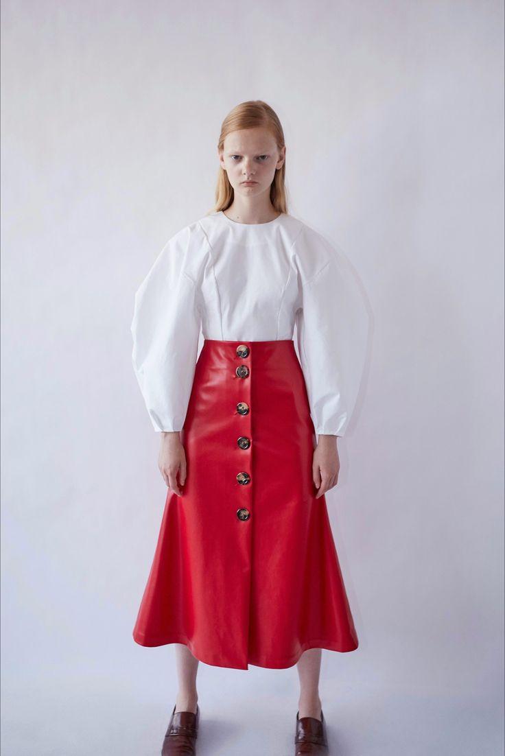 Guarda la sfilata di moda A.W.A.K.E. a New York e scopri la collezione di abiti e accessori per la stagione Pre-collezioni Primavera Estate 2017.