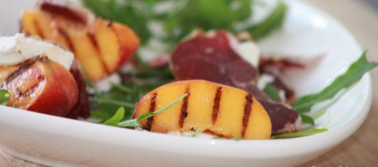 Gegrilde perziken met Herderham en zachte geitenkaas | Lekker Tafelen