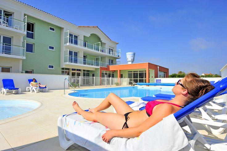 Résidence La Grande plage à St Gilles Croix de vie - piscine extérieure.