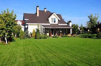 Quick Lawn Care Tips: Summer: Gardens Ideas, Backyard Ideas, Backyard Landscape, Big Yard, Large Backyard, Real Estates, Backyard Lawn, Backyard Decks, Landscape Ideas