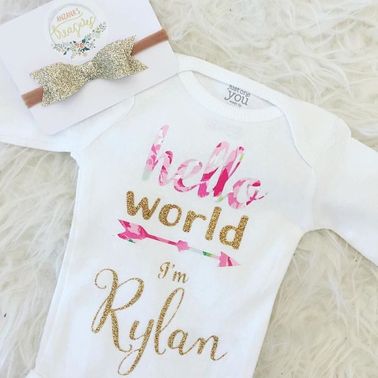 These custom Name Announcement onesies & #GlitteryGlam comfy headbands are so perfect for announcing your girls name baby shower gifts coming home outfits & newborn pics. Order from @felixandfrazzled