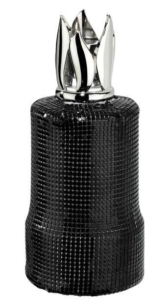 Jeu de maille. Lampe en verre transparent vêtue de son habit en maille noire. Esprit baroque chic et moderne.