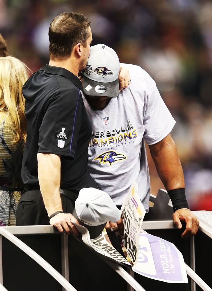 Coach John Harbaugh (left) and Ray Lewis (right) of the Baltimore Ravens celebrate after the Ravens won 34-31 against the San Francisco 49ers during Super Bowl XLVII. (Photo: Ronald Martinez / Getty Images)