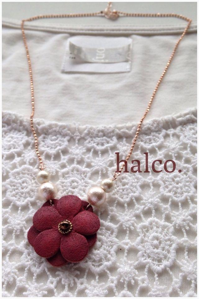 革のお花ネックレス(受注制作) by hal アクセサリー ネックレス