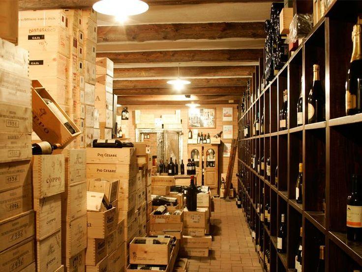 Il ristorante stellato dello chef Maurilio Garola, La Ciau del Tornavento (a Treiso, nelle Langhe), ha inaugurato la sua nuova cantina di oltre 60.000 bottiglie, confermandosi il punto di riferimento per gli amanti della cucina e del vino di qualità