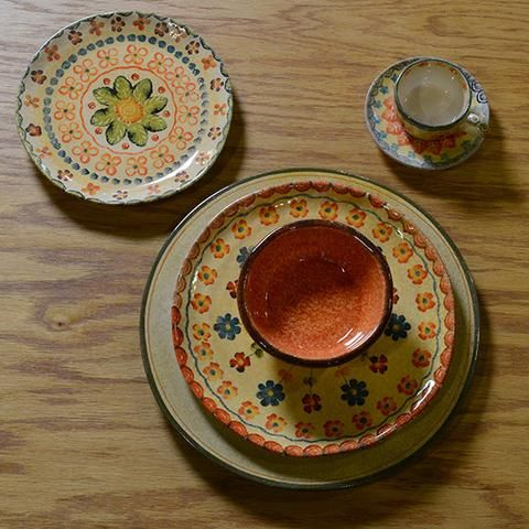 Summertime, picnics and sunflowers are the inspiration for our Picnic Mix and Match. Our Festa Collection is a wonderful transitional collection from Spring through Fall complimented here by our versatile Taormina and Laccata Puro Collections!  Details: Set of five pieces Handmade in Italy Dishwasher Safe Dinnerware Set Includes  Laccata Puro Charger Festa Dinner Plate Taormina Fruit Bowl Festa Salad Plate Festa Teacup and Saucer