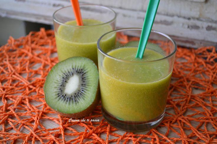 Centrifugato di kiwi e arance abbassa colesterolo, 100% naturle ed adatto sia ai grandi ed ai piccini per una sana colazione e merenda!