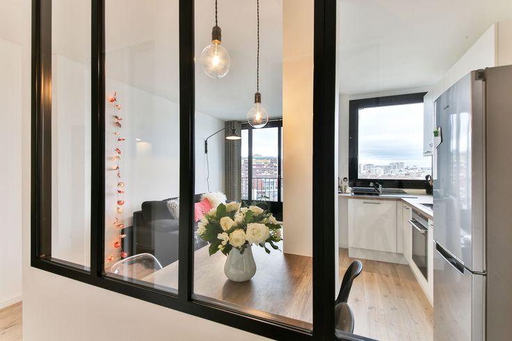 cuisine derrière verrière d'atelier Loft 43m² Boulogne par Laurence Garrisson