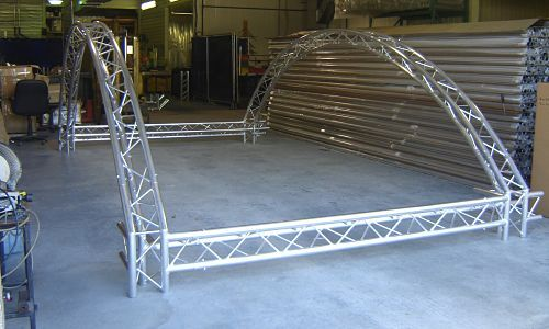 Curved Exhibit Truss Assembly for entertainment parks and trade shows.