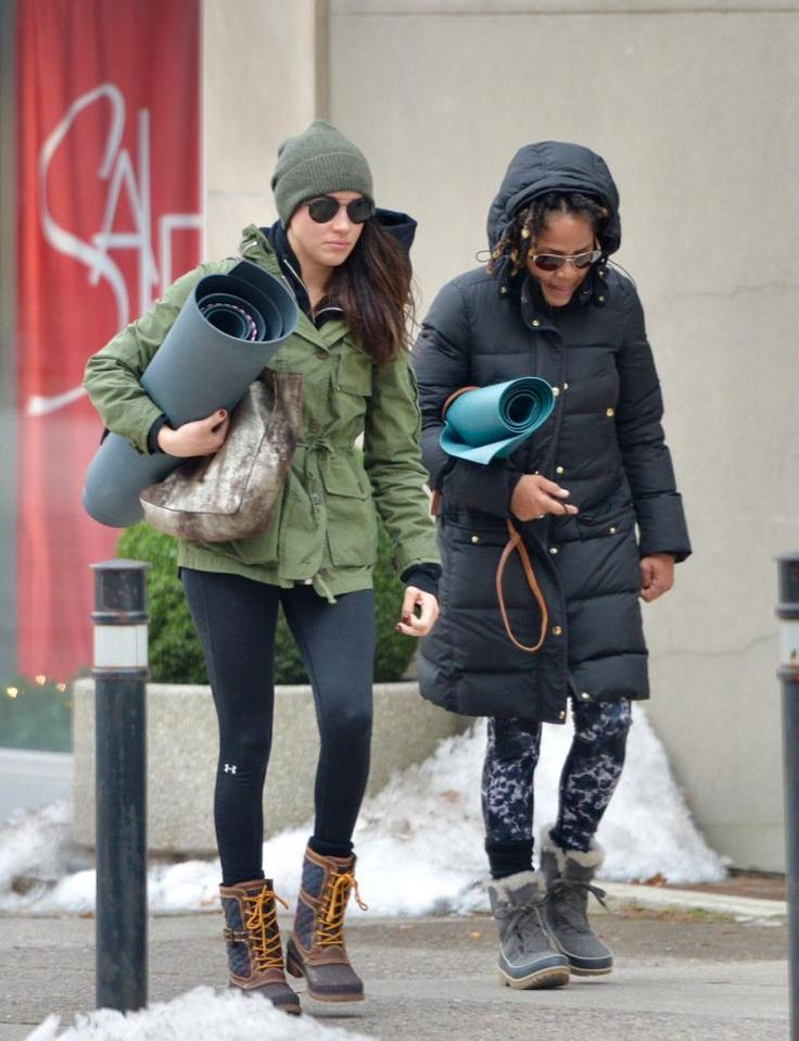 MeghaMEGHAN Markle is on a roll, carrying her mat as she heads for a yoga session with mum Doria.Prince Harry's actress girlfriend's busy schedule managed to stretch to the relaxation class in snowy Toronto.n Markle