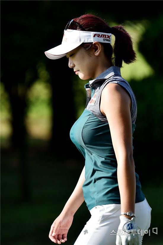 a57f76a0f42 スポーツ · 曲線美 · 可愛いゴルフの服, レディースゴルフ, ゴルフのテーマ, セクシーなゴルフ,